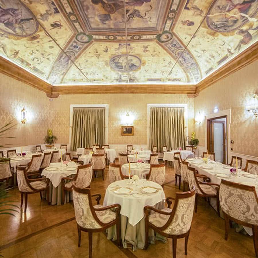 Hotel di lusso 5 stelle in centro a bologna grand hotel for Hotel dei commercianti bologna